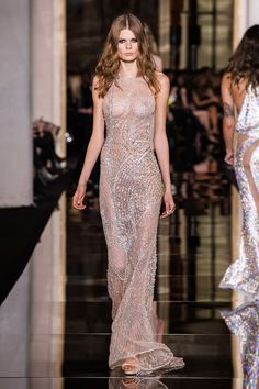 Are you ready for the Atelier Versace Haute Couture Spring/Summer 2015 Collection? Donatella Versace, Gianni Versace, Atelier Versace, Fashion Models, Fashion Show, Fashion Outfits, Ss15 Fashion, High Fashion, Nice Dresses