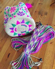 Wayuu mochilla By new_inn Mochila Crochet, Hairpin Lace Crochet, Tapestry Crochet Patterns, Crochet Market Bag, Tapestry Bag, Macrame Bag, Pretty Patterns, Cute Crochet, Crochet Designs