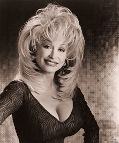 Photo of Dolly Parton with big hair and big boobs Dolly Parton Wigs, Dolly Parton Young, Dolly Parton Pictures, Look 80s, Katharine Ross, Texas Hair, Linda Ronstadt, Hollywood, Hello Dolly