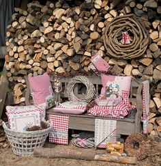 Lovely autumn products by Clayre & Eef, available on Almara-shop. Alpine House, Firewood, Gift Wrapping, Rustic, Texture, Red, Crafts, Recherche Google, Bench