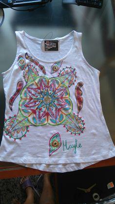 Camiseta pintada a mano,  colección mandala