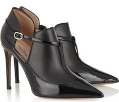 Get the must-have boots of this season! These Valentino Black Matte/Patent Boots/Booties Size EU 37 (Approx. US Regular (M, B) are a top 10 member favorite on Tradesy. Pointed Ankle Boots, Leather Ankle Boots, Ankle Booties, Valentino Boots, Valentino Black, Bootie Boots, Shoe Boots, Zapatos Shoes, Shoes Sandals