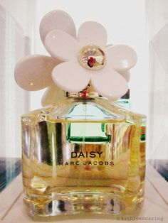Daisy by Marc Jacobs  - I have this && its AMAZING! I love it, so worth the price!