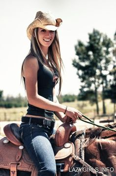Country Girl (Shake It for Me). Donne belle donne Country Girls Make Everything Better Photos) on Stylevore Moda Cowgirl, Cowgirl Mode, Estilo Cowgirl, Cowgirl Style, Cowgirl Tuff, Cowgirl Hats, Hot Country Girls, Country Women, Southern Girls