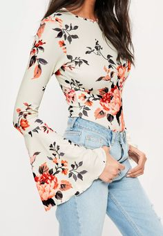 Install some flower power into your new season game in this long sleeve bodysuit with its light floral print and flared sleeves. Floral Tops, Floral Prints, Dressed To The Nines, Long Sleeve Bodysuit, Missguided, Bell Sleeve Top, My Style, How To Wear, Outfits