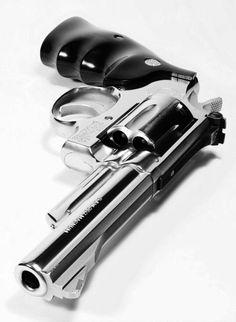 revolver.... Shooting Targets On Sunday Afternoon. .. FUN FUN FUN!