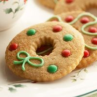 Cinnamon wreath cookie