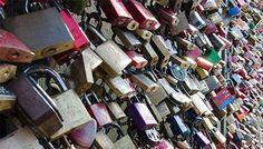 Liebesschlößer auf der Hohenzollernbrücke   Köln