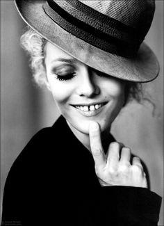 Vanessa Paradis, the teeth gap>>>