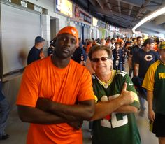 Desmond Clark.  Played tight end for the Bears.  He was not happy that I'm a Packer fan