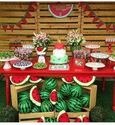 Que festa linda com o tema melancia. Adoro o tema frutas, seja ela qual for. Super em alta! . Decor ...
