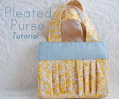 Pleated Purse Tutorial - cute for scripture bag Purse Patterns Free, Bag Patterns To Sew, Free Pattern, Quilt Patterns, Handbag Patterns, Sewing Tutorials, Sewing Hacks, Sewing Projects, Sewing Crafts