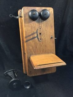vintage hand crank wall mounted telephone with receiver. Black Bedroom Furniture Sets. Home Design Ideas