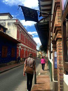 Encontraste La Candelaria y sus hermosas calles. ¡Los colores de la Candelaria! #EncontrasteLaCandelaria Visita: www.encontrastelacandelaria.com  Fotografía tomada por: Carolina González Chaparro.