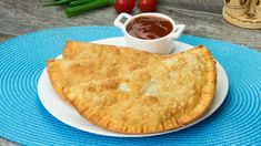 Aluatul este gingaș, crocant ș. Carne Picada, Food And Drink, Ethnic Recipes, Drinks, Gastronomia, Beef Pies, Cooking Recipes, Pies, Drizzle Cake