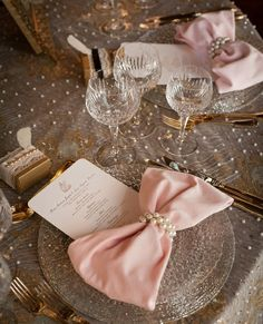 Love the napkin bow with pearls!