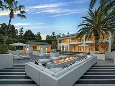 Outdoor Living Floyd Mayweather, Mansions For Sale, Mansions Homes, Luxury Mansions, Mega Mansions, Patio Design, House Design, Backyard Designs, Luxury Houses
