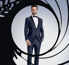 """Der Smoking des """"neuen"""" James Bond, heute trägt man den Smoking in mitternachtsblau"""