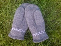 Ravelry: Norwegian Fisherman's mittens pattern by Eva Skulbru Eriksen Mittens Pattern, Knit Mittens, Mitten Gloves, Knitting Patterns Free, Free Knitting, Crochet Patterns, Knit Cowl, Knit Crochet, Knit Basket