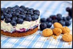 Blueberry and mascarpone cheesecake with amaretti crust