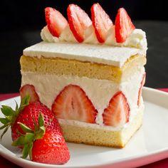 Japanese Christmas Cake, Anime Strawberry Cake, Strawberry Cream Cake, whatever… Japanese Strawberry Shortcake, Strawberry Cream Cakes, Strawberries And Cream, Strawberry Tart, Fancy Desserts, Just Desserts, Gourmet Desserts, Dessert Design, Japanese Christmas Cake