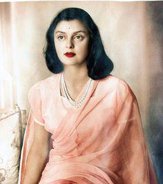 The Legendary Life Of Rajmata Of Jaipur : Gayatri Devi Maharani Gayatri Devi, Royal Indian, Indian Look, Vintage India, Indian Attire, Real Beauty, Queen, Royal Fashion, Timeless Beauty