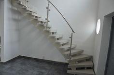 L-trappa med glasräcke