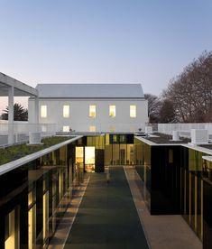 Colegio S.Miguel de Nevogilde / AVA Architects