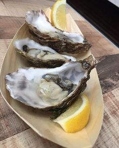 De FoodhallenDutch oysters 🙌 check out if you are hungry and looking for some super delicious food 😋 📸 @iain_mc_quality