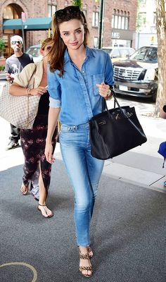 "Miranda Kerr Reveals Her Surprising Style Obsessions ""They're straight leg and high waisted, and I love the waistband. They're really comfortable, but they also have a finished look to them. Casual Chic, Style Casual, Casual Outfits, Denim Style, Style Désinvolte Chic, Mode Style, Style Miranda Kerr, Miranda Kerr Fashion, Miranda Kerr Outfits"
