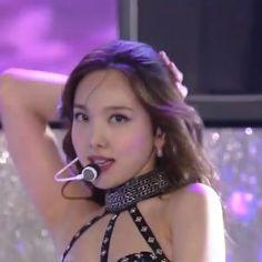 Dance Kpop, Gif Dance, Nayeon, Twice Video, Kpop Gifs, Barbie Dolls Diy, Kpop Girl Bands, Blackpink Video, Felix Stray Kids