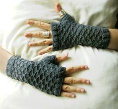 Seeta fingerless gloves, free pattern by Maria Sheherazade