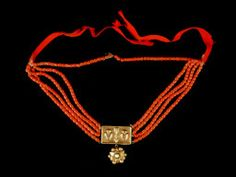 Jewelry OFF! Turin spotlights coral wonders from Sicily Coral Jewelry, Ethnic Jewelry, Bohemian Jewelry, Antique Jewelry, Vintage Jewelry, Coral Centerpieces, Leather Jewelry, Costume Jewelry, Jewelery
