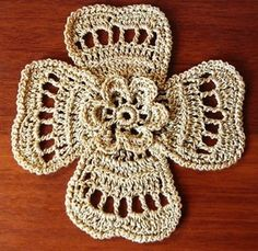 Voici une & Magnifique fleur au crochet Irlandais & , avec un pas à pas en images , trouvé sur la page facebook de & Maria De Marco Disegni & , accompagné de sa grille gratuite . Pour aller au pas à pas en images , cliques sur & Magnifique fleur au crochet...