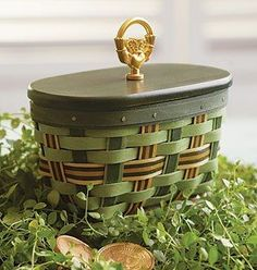 Longaberger created the Irish Tradtions Basket with the traditional symbol of love and friendship — the Irish Claddagh. Vintage Windows, Antique Windows, Irish Cottage, Pennant Banners, Irish Traditions, Green Accents, St Patricks Day, Basket Weaving, Wicker Baskets