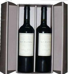 Varietal: 50 % Cabernet Sauvignon y 50 % Malbec. DV Catena Cabernet Sauvignon-Malbec 2008 es un vino elegante y complejo, de color rojo rubi con reflejos violetas. A la nariz, intenso y concentrado, presenta notas de especias, acompañadas por vainilla, tabaco y licor aportadas por la crianza en roble, taninos integrados y redondos, de final largo y persistente. http://www.mercado-vino.com/catalogo/presentacion/estuche-dv-catena-cabernet-malbec.html
