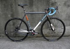 """Le Roi Le Veut SUPER d'lux - This must mean """"Je suis le roi"""" because I want super deluxe. Bicycle Paint Job, Bicycle Painting, Off Road Cycling, Road Bike, Bmx Bikes, Cyclocross Bikes, Motorcycles, Bicycle Design, Custom Bikes"""