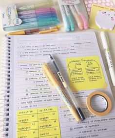 It might be really helpful to use Post-It Notes to emphasize certain parts of a lecture or subject. College Notes, School Notes, Math School, College School, Studyblr, Back To University, Muji Pens, Neat Handwriting, Study Board