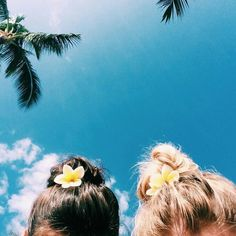 Flowers in the Hair | Beach Hair | Beach Hair Ideas | Beach Style | Beach Beauty #beachhair #beachchic #beachbeauty #beachbum #hairbun