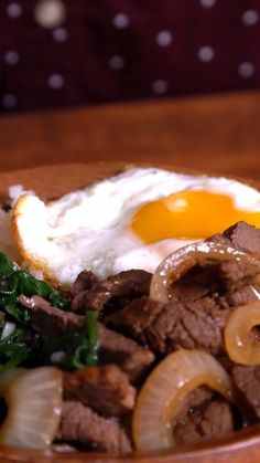 Filipino Inspired Bistek Bowl - Tastemade - Filipino Inspired Bistek Bowl This is our kind of breakfast bowl. Next time you're in the mood for a beef bowl, try this Filipino bistek bowl! It's beef steak with swag. Easy Filipino Recipes, Asian Recipes, Beef Recipes, Cooking Recipes, Healthy Recipes, Pinoy Food Filipino Dishes, Filipino Desserts, Vegetarian Recipes, Gastronomia
