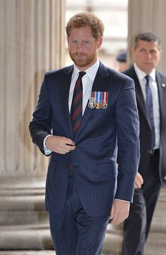 Prince Harry dons medals to attend service marking 75 years of bomb disposal - Photo 1