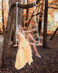 7 OLD FILM Lightroom presets Phography presets mobile lightroom Girl Photography, Creative Photography, Lifestyle Photography, Fairy Tale Photography, Foto Portrait, Portrait Pictures, Creation Deco, Graduation Pictures, Fall Pictures