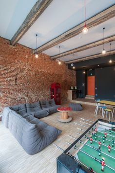 Backstay Hostel in Ghent by designers Nele Van Damme & Yannick Baeyens Room Design Ideas Game Room Design, Family Room Design, Youth Group Rooms, Hangout Room, Teen Hangout, Chill Room, Relax Room, Relaxation Room, Bonus Rooms