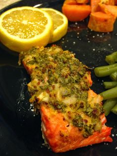 Honey Dijon and Garlic Salmon. 21 day fix approved! Super easy and of course healthy ;)