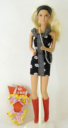 TV 90210 Beverly Hills BARBIE  Donna Martin 1991 CELEBRITY DOLL Tori Spelling   #Mattel