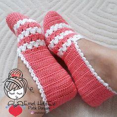 Best 11 Good morning and We woke up in the rainy morning bir Brewed tea like mis – SkillOfKing. Crochet Boots Pattern, Crochet Slipper Boots, Knitted Slippers, Crochet Shoes, Modern Crochet Patterns, Baby Knitting Patterns, Crochet Ripple, Knit Crochet, Crochet Fall Decor
