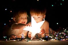 so cute, siblings, xmas lights, star. Baby Christmas Photos, Christmas Photo Booth, Holiday Photo Cards, Holiday Photos, Kids Christmas, Holiday Fun, Newborn Family Pictures, Happy New Year Photo, Deco Studio