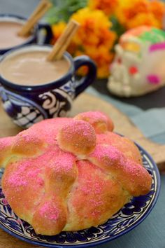 Pan de muerto, Day of the Dead bread is a traditional bread placed made as an offering for deceased loved ones in celebration of their lives. Mexican Sweet Breads, Mexican Food Recipes, Dessert Recipes, Desserts, Sweet Recipes, Comida Latina, Pan Dulce, Latin Food, Nom Nom