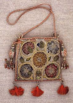 Vintage Rhapsody: History of Handbags - From the Century to Today's Bag Designers / 1 Vintage Purses, Vintage Bags, Vintage Handbags, Vintage Shoes, Medieval Embroidery, Sweet Bags, Textiles, Embroidered Bag, Medieval Clothing
