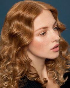 Rote Haare sind 2012 so angesagt wie schon lange nicht mehr und machen sich in der Kombination mit Locken besonders gut. Diesen roten Haarfarben-Trend setzt euer L'Oréal Professionnel-Friseur für euch mit folgenden Nuancen um: unterschiedliche Lockenvariationen in den INOA Nuancen 8.13, 9.13 und 10.13.Und hier haben wir noch mehr neue Haarfarben